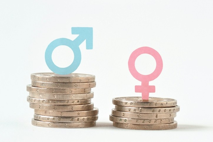 Ninth Circuit Reverses Its Own Precedent and Newly Holds That Prior Salary History Cannot Justify a Pay Disparity Between Men and Women